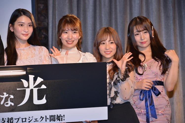 左から本庄鈴、山岸逢花、栄川乃亜、加藤ももか。