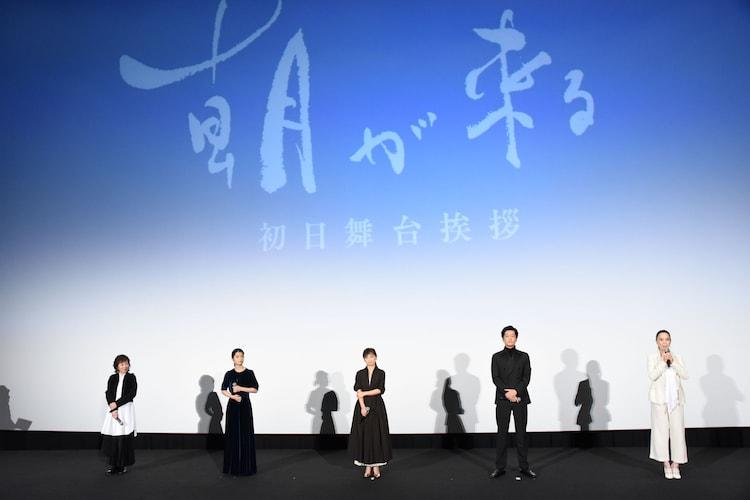 左から浅田美代子、蒔田彩珠、永作博美、井浦新、河瀬直美。