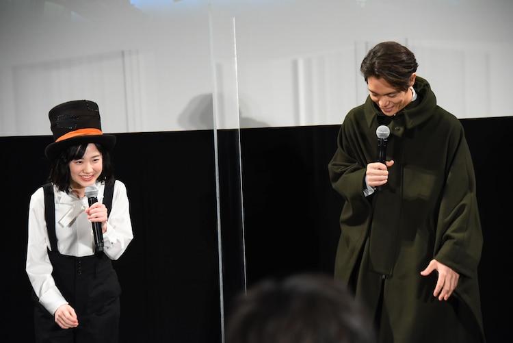 左から芦田愛菜、窪田正孝。
