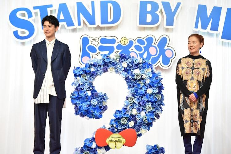 左から妻夫木聡、宮本信子。