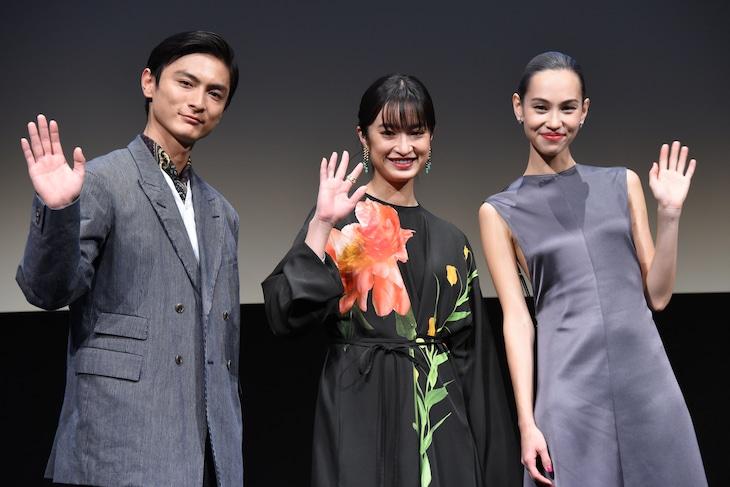 第33回東京国際映画祭の特別招待作品「あのこは貴族」舞台挨拶の様子。左から高良健吾、門脇麦、水原希子。