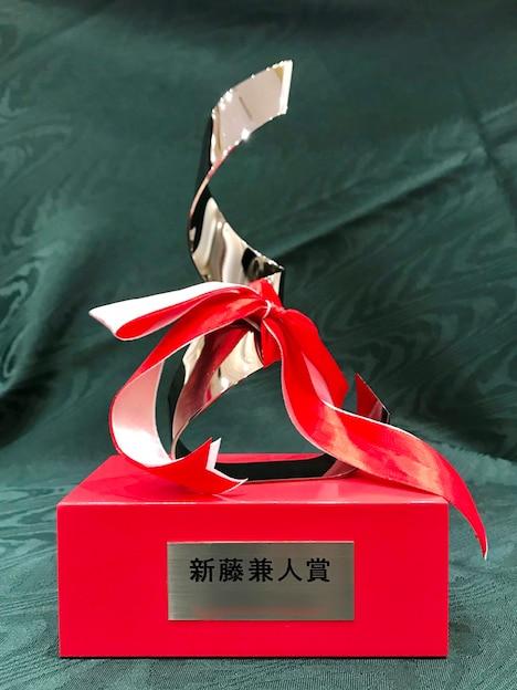 新藤兼人賞の金賞受賞者に贈呈されるトロフィー。