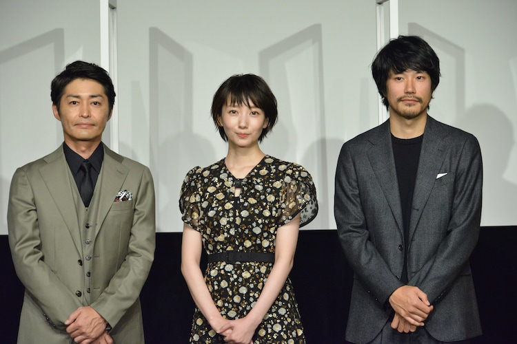 「ホテルローヤル」初日舞台挨拶の様子。左から安田顕、波瑠、松山ケンイチ。