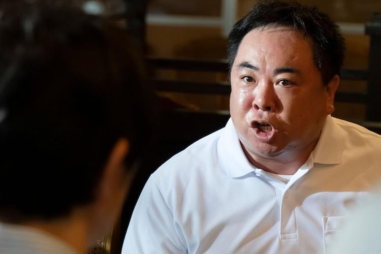 「中山七里ミステリー 作家刑事 毒島真理」新場面写真より、塚地武雅演じる只野英郎。
