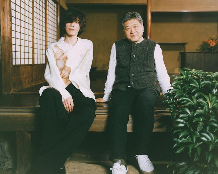 是枝裕和と米津玄師による対談の様子。 (photo by 堀越照雄)