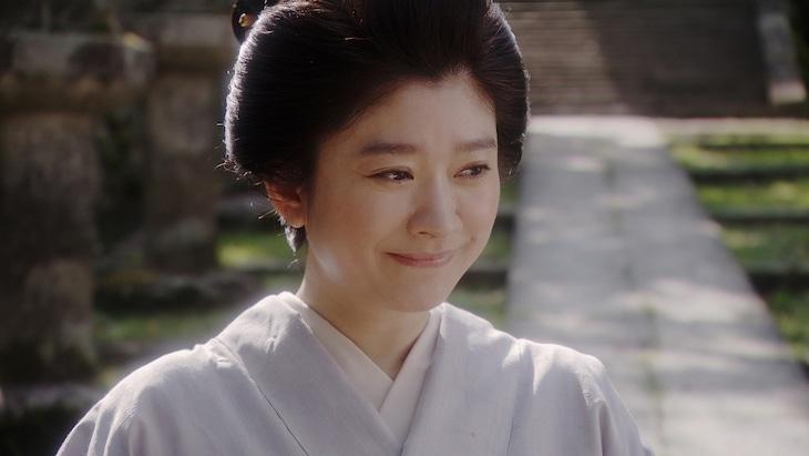 連続テレビ小説「おちょやん」より、篠原涼子演じる岡田シズ。