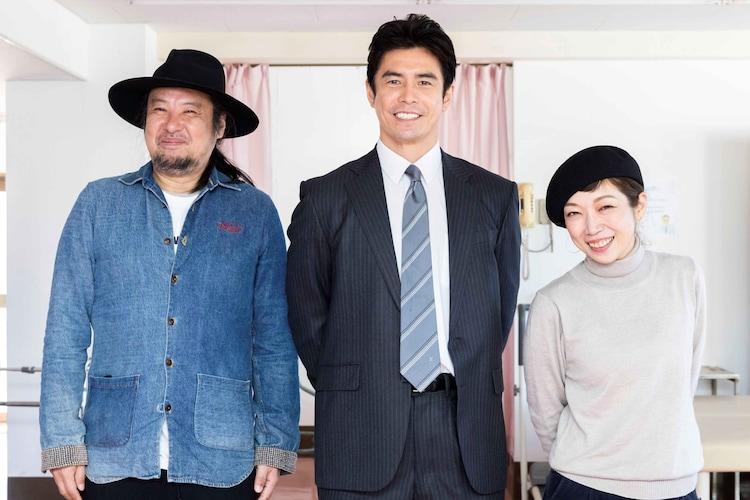 左から篠田智仁(T字路s)、伊藤英明、伊東妙子(T字路s)。