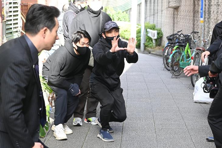 下村勇二(中央)