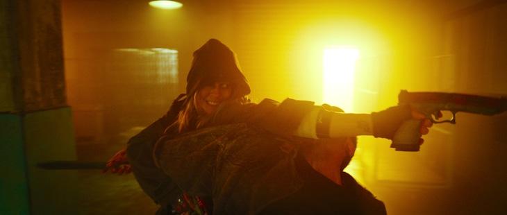 「ガンズ・アキンボ」より、サマラ・ウィーヴィング演じるニックス。