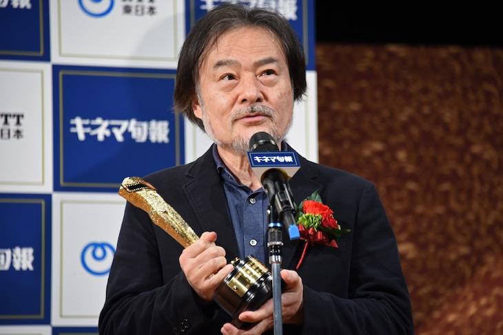 「2020年 第94回キネマ旬報ベスト・テン」の表彰式に出席した黒沢清。