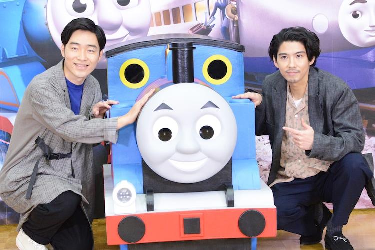 「映画 きかんしゃトーマス おいでよ!未来の発明ショー!」公開アフレコイベントの様子。左から後藤淳平、賀来賢人。