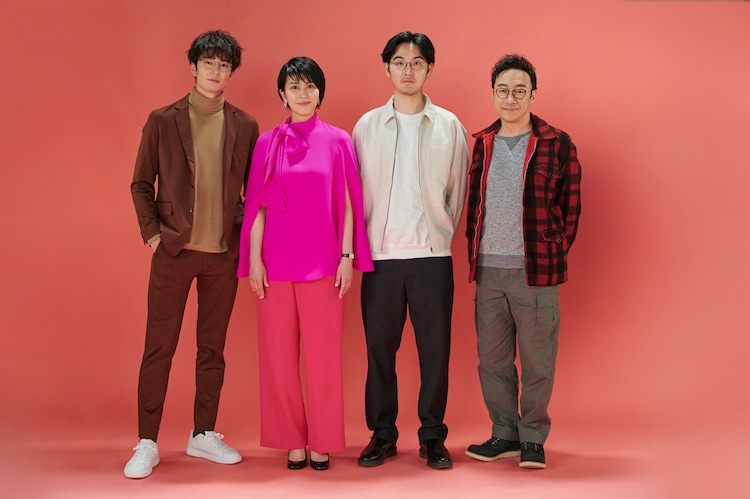 左から岡田将生、松たか子、松田龍平、角田晃広。