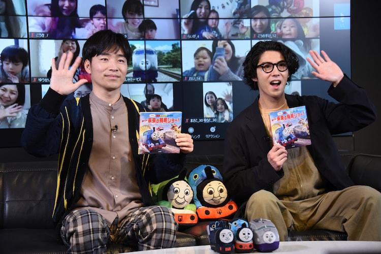 左から後藤淳平、賀来賢人。