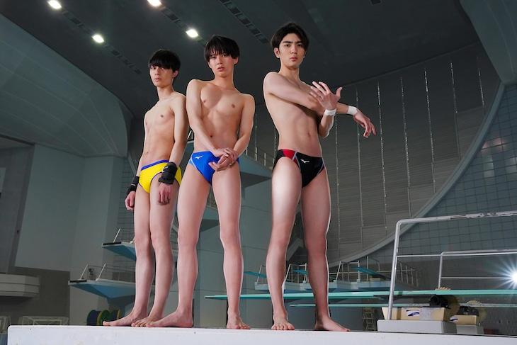 左から富士谷要一役の作間龍斗、坂井知季役の井上瑞稀、沖津飛沫役の高橋優斗。