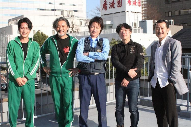 左から溝端淳平、横田栄司、藤原竜也、羽住英一郎、吉田鋼太郎。