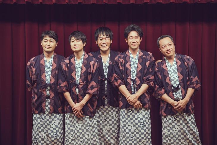 左から安田顕、戸次重幸、森崎博之、大泉洋、音尾琢真。