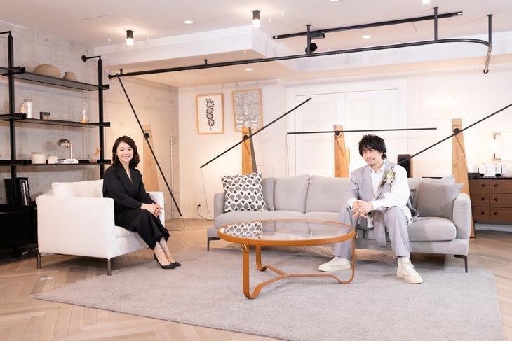 左から石田ゆり子、斎藤工。