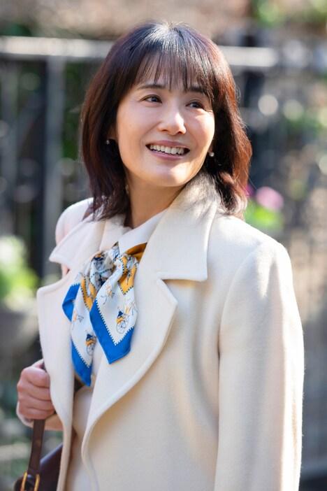 富田靖子演じるトキコの母。