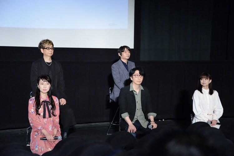 上段左から山寺宏一、石田彰。下段左から宮村優子、岩永哲哉、岩男潤子。