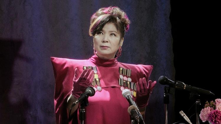 八代亜紀演じる総理大臣の女。
