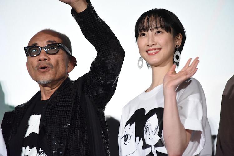 左から竹中直人、松井玲奈。
