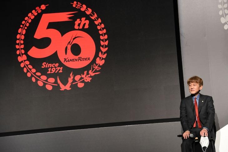 「仮面ライダー」生誕50周年企画発表会見に登壇した白倉伸一郎。