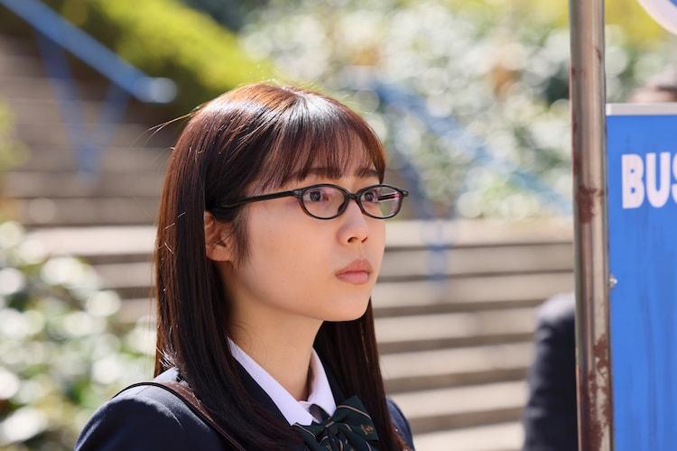 秋田汐梨演じる杏。