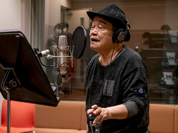 応援歌「いのちの停車場」を歌う西田敏行。