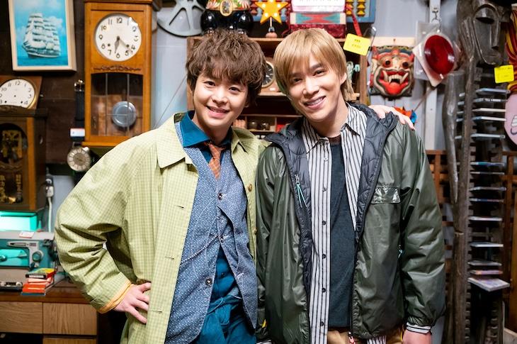 左から有岡大貴、千賀健永。