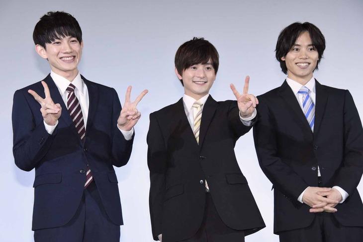「シュウカツ5 就職という名のゲーム」完成披露試写会の様子。左から赤澤遼太郎、伊藤昌弘、太田将熙。