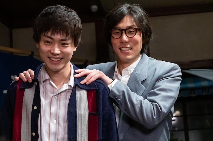 左から菅田将暉演じるゴウ、野田洋次郎演じるテラシン。