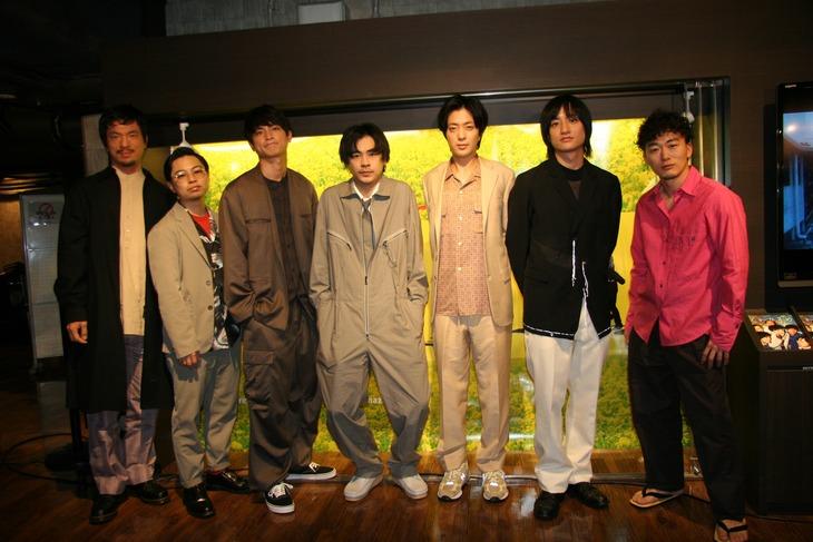「くれなずめ」トークイベントの様子。左から目次立樹、浜野謙太、高良健吾、成田凌、若葉竜也、藤原季節、松居大悟。