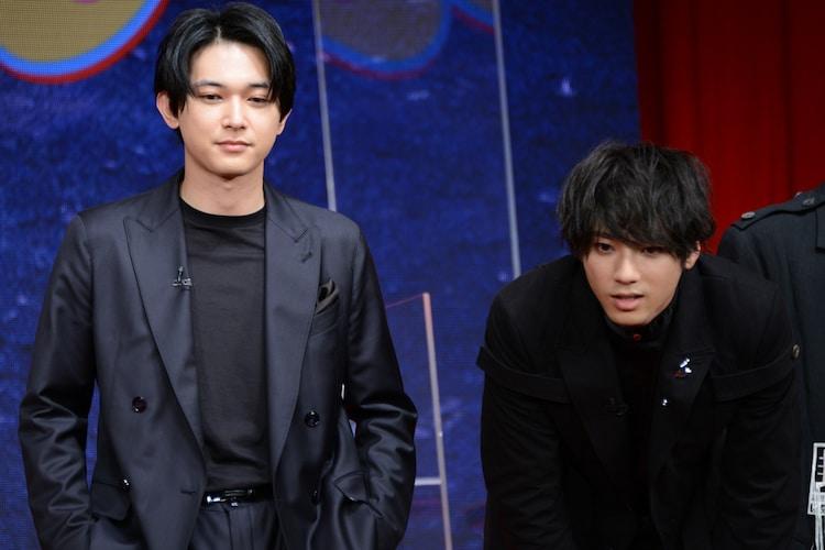 左から吉沢亮、山田裕貴。