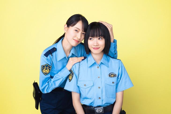 左から戸田恵梨香、永野芽郁。