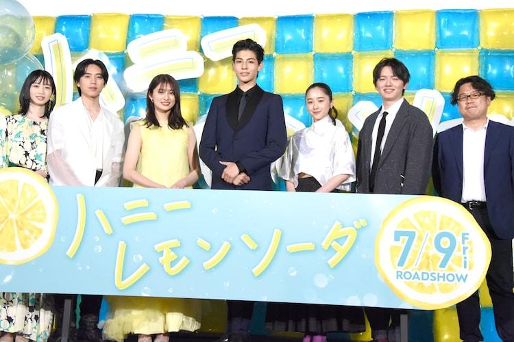 """「ハニーレモンソーダ」""""ハニレモ▽しゅわきゅんサマー開幕式""""の様子。"""