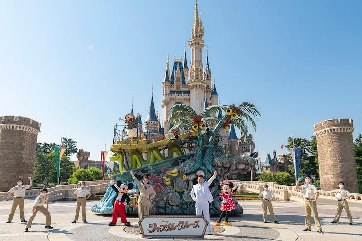 中央左から木村佳乃、斉藤慎二。(c)Disney