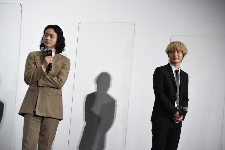 左から菅田将暉、Fukase。