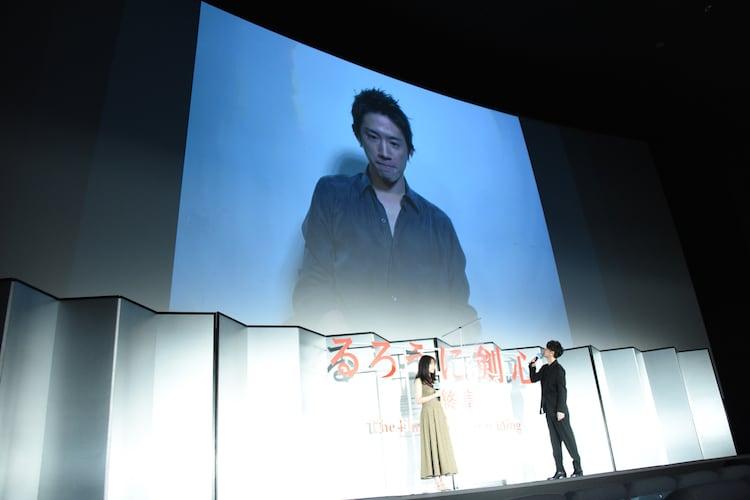 舞台挨拶にリモートで出席したTaka。