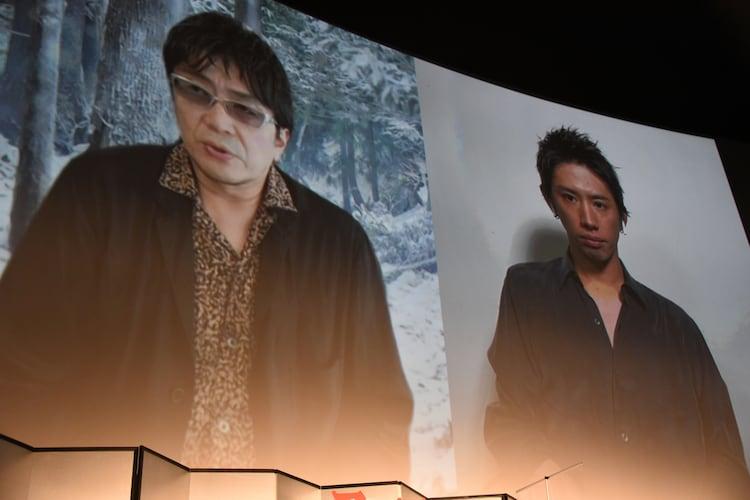 舞台挨拶にリモートで出席した大友啓史(左)とTaka(右)。