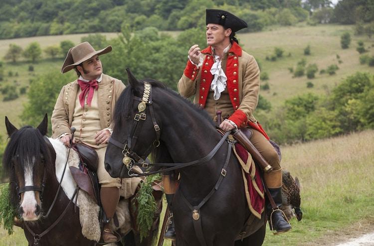 「美女と野獣」より、ルーク・エヴァンス演じるガストン(右)とジョシュ・ギャッド演じるル・フウ(左)。(写真提供:Walt Disney Studios Motion Pictures / Photofest / ゼータ イメージ)