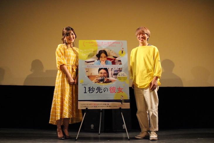 「1秒先の彼女」トークイベントの様子。左から東紗友美、清田隆之。