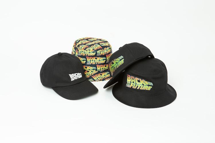 左から「BACK TO THE FUTURE / 6 PANEL CAP」(税込7700円)、「BACK TO THE FUTURE / PATTERN BUCKET HAT」(税込8800円)、「BACK TO THE FUTURE / CAP」(税込8800円)、「BACK TO THE FUTURE / BUCKET HAT」(税込9350円)。