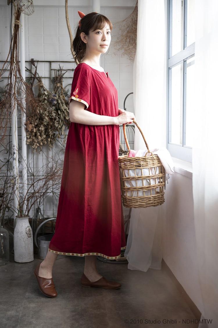 「Donguri Closet 限定 借りぐらしのアリエッティ リラックスウェア 花咲くお庭のワンピース」着用イメージ