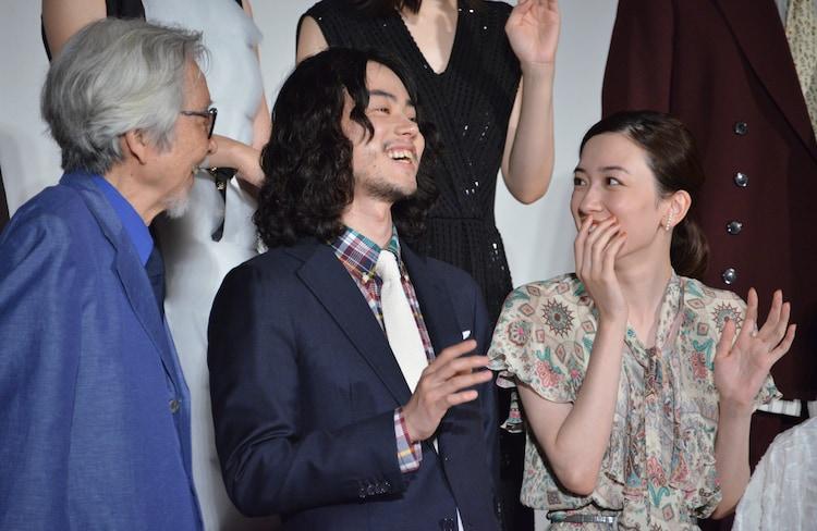 左から山田洋次、菅田将暉、永野芽郁。