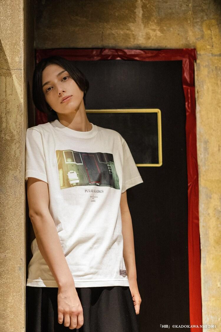 「回路」開かずの扉 T-Shirtの着用イメージ。(c)KADOKAWA NHI 2001