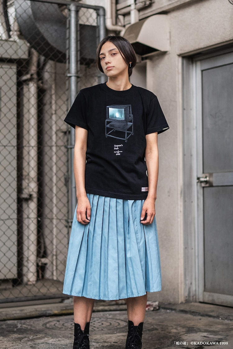 「蛇の道」T-Shirtの着用イメージ。(c)KADOKAWA 1998