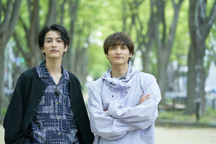 左から小関裕太、渡邊圭祐。