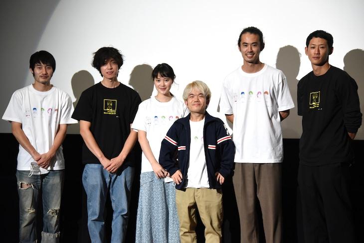 「新しい風」初日舞台挨拶の様子。左から飯田芳、居石和也、小川あん、中村祐太郎、原雄次郎、柴田貴哉。