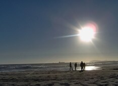 海と太陽の恵みを感じながら音楽にひたる2日間。Spinna B-ILL、Leyona、Keison、Caravanは第1回から欠かさず出演している。