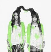 「モード学園」CMソング&アニメ「大江戸ロケット」オープニングテーマという強力タイアップが付いたシングル「boom boom beat / お江戸流れ星IV」は、7月18日に発売。